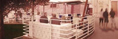 """Progetto e realizzazione di un dehors per il pub  """"The Village"""", Gubbio (PG)"""